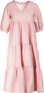 Różowa sukienka Multu z krótkim rękawem w stylu casual