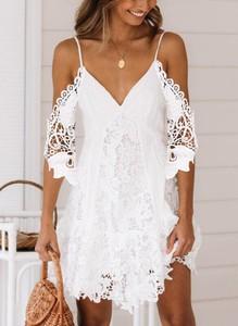 Sukienka Sandbella trapezowa z asymetrycznym dekoltem