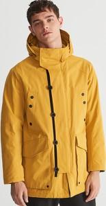 Żółta kurtka Reserved w młodzieżowym stylu