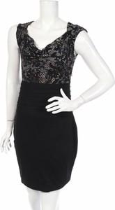 Czarna sukienka Daisy Fuentes
