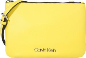 Żółta torebka Calvin Klein ze skóry średnia