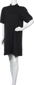 Sukienka Vero Moda z krótkim rękawem prosta w stylu casual