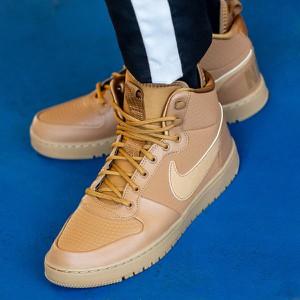 Brązowe buty sportowe Nike sznurowane w młodzieżowym stylu