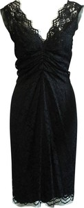 Czarna sukienka Dolce & Gabbana z dekoltem w kształcie litery v bez rękawów