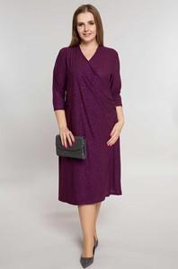 Fioletowa sukienka modneduzerozmiary.pl z dzianiny z dekoltem w kształcie litery v z długim rękawem