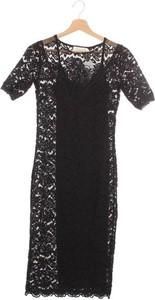 Czarna sukienka Rosemunde z okrągłym dekoltem z krótkim rękawem