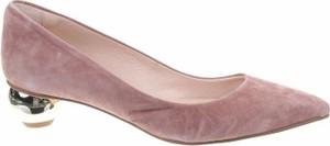 Różowe czółenka Elysess ze spiczastym noskiem ze skóry na słupku