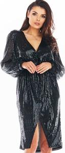 Czarna sukienka Awama z długim rękawem z dekoltem w kształcie litery v