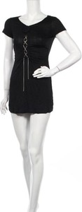 Czarna sukienka Follement z krótkim rękawem prosta