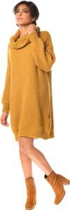 Żółta sukienka Scarlet Jones w stylu casual z golfem z długim rękawem
