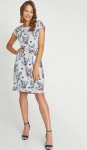 Sukienka QUIOSQUE z okrągłym dekoltem mini