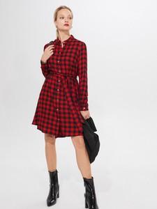 Czerwona sukienka Mohito z kołnierzykiem