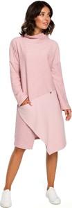 Różowa sukienka MOE midi z golfem