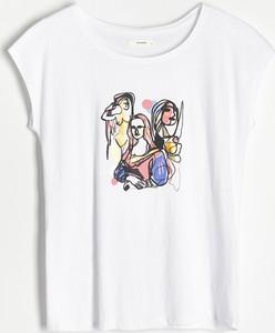 T-shirt Reserved z okrągłym dekoltem z nadrukiem z krótkim rękawem