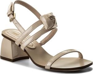 Sandały stuart weitzman ze skóry w stylu glamour