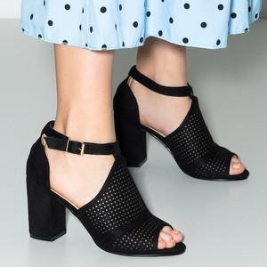 Czarne sandały Royalfashion.pl z zamszu z klamrami