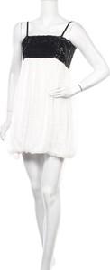 Sukienka Jennifer Taylor z okrągłym dekoltem