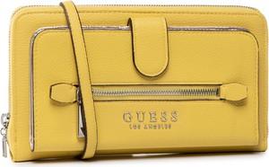 Żółta torebka Guess mała na ramię matowa