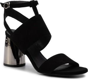 Czarne sandały Gino Rossi z zamszu