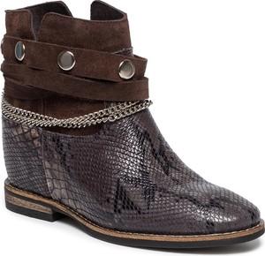 Sneakersy Carinii z płaską podeszwą