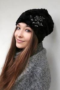 Czarna czapka CHAPOOSIE w stylu boho
