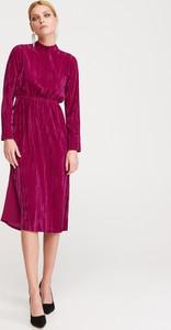 Różowa sukienka Reserved w stylu casual z długim rękawem midi