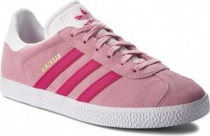 Różowe trampki Adidas z płaską podeszwą