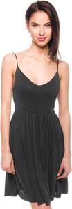 Czarna sukienka Guess z dekoltem w kształcie litery v