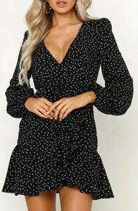 Czarna sukienka Arilook mini z dekoltem w kształcie litery v w stylu casual
