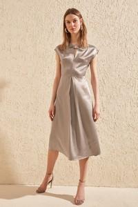 Srebrna sukienka Trendyol midi