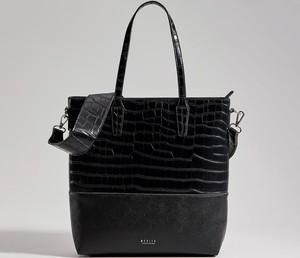 Czarna torebka Mohito duża na ramię w wakacyjnym stylu