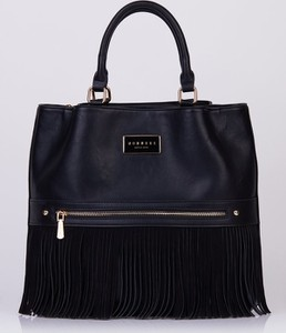 Czarna torebka Monnari matowa z frędzlami