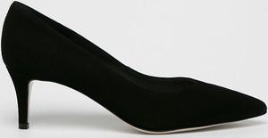 Czarne szpilki Gino Rossi ze spiczastym noskiem ze skóry w stylu klasycznym