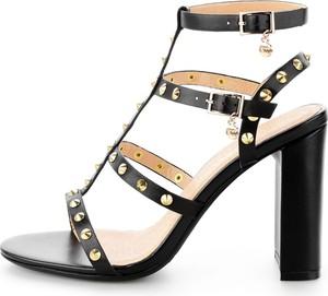 Sandały Prima Moda na słupku ze skóry w młodzieżowym stylu