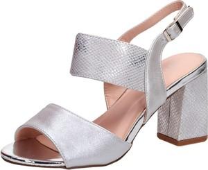 Srebrne sandały Suzana na słupku na średnim obcasie
