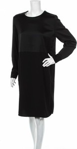 Czarna sukienka Love & Divine prosta z okrągłym dekoltem z długim rękawem
