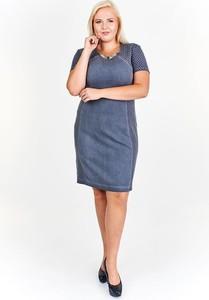Niebieska sukienka Fokus z żakardu ołówkowa z krótkim rękawem