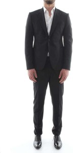 Czarny garnitur Emporio Armani