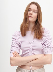 Fioletowa bluzka Reserved z okrągłym dekoltem z krótkim rękawem
