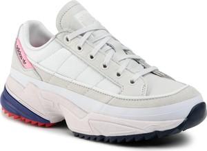 Sneakersy Adidas z płaską podeszwą