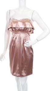 Różowa sukienka Emanuella. Y prosta mini bez rękawów