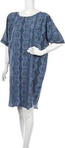 Niebieska sukienka POTIS & VERSO prosta