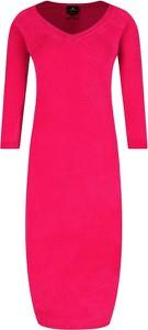 Różowa sukienka Elisabetta Franchi z dekoltem w kształcie litery v dopasowana