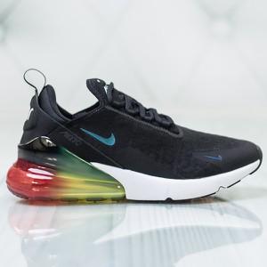 Granatowe buty sportowe Nike sznurowane w sportowym stylu
