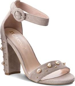 Sandały Carinii w stylu casual ze skóry na słupku