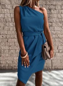 Niebieska sukienka Sandbella bez rękawów z okrągłym dekoltem