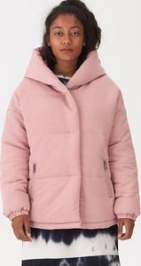 Różowa kurtka House krótka