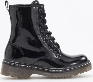 Czarne buty dziecięce zimowe Reserved sznurowane