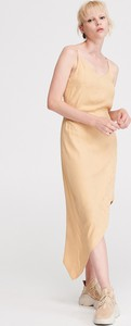 Żółta sukienka Reserved asymetryczna maxi