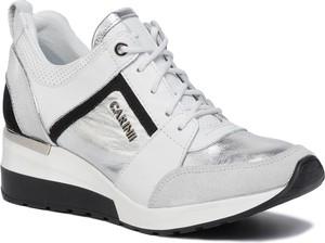Sneakersy Carinii sznurowane